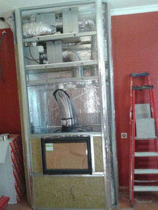 Pose d'un foyer fermé avec hotte de récupération de chaleur et 2 réseaux de distribution