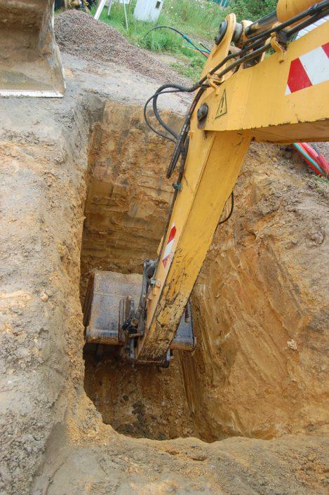 Pose d'une cuve de récupération d'eau de pluie et réseaux EU et EP, préparation